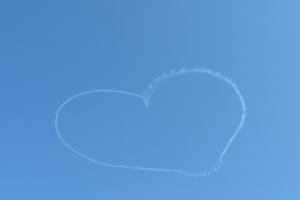 ハートの飛行雲